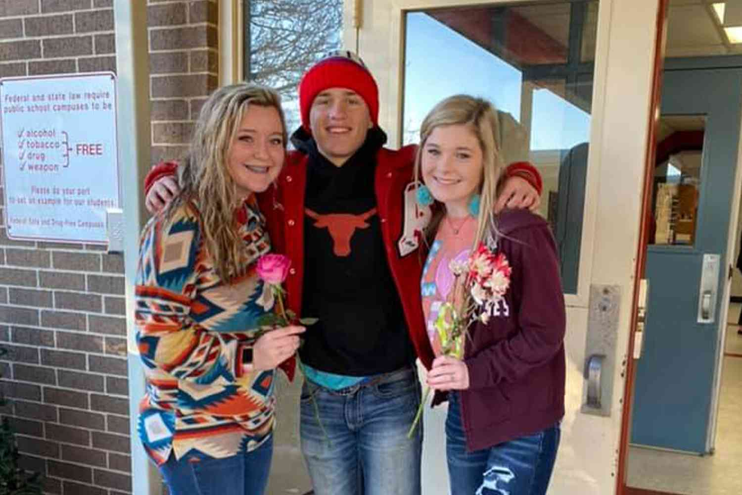 """Texas 10th-grader gives Valentine's Day rose to every girl in his school so they'd all """"feel special"""""""